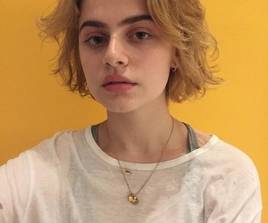 aesthetic, girl, and short hair image