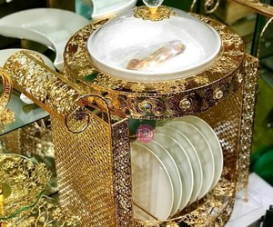 dinner, plates, and beautiful golden crockery image
