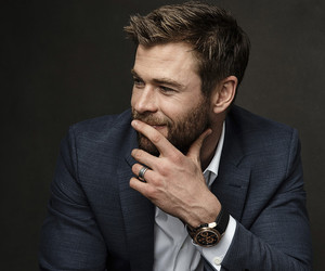 photoshoot, chris hemsworth, and reblog image