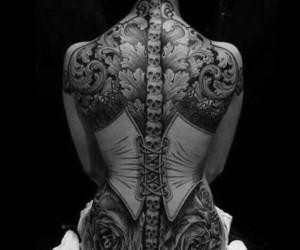 blanco y negro, moda, and Espalda image