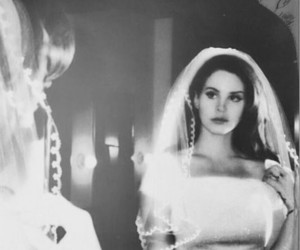 lana del rey and b&w image