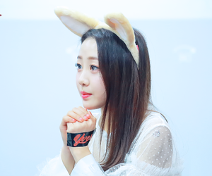 yves, loona, and ha sooyoung image