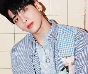 Jonghyun, vocal, and SHINee image