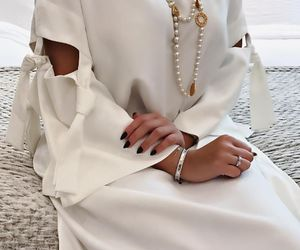 arabic and abaya image