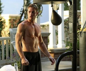 revenge, this is us, and justin hartley image