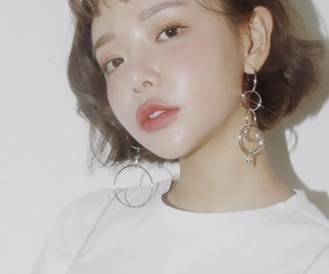 earrings, girl, and makeuo image