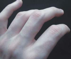 pale, veins, and hand image