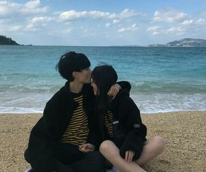 beach, ulzzang, and love image