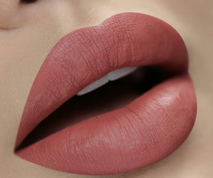 pretty and lips image