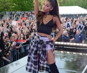 article and ariana grande image