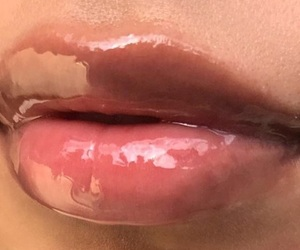 lips, glossy, and makeup image