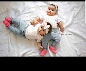 jumelles and bébé image