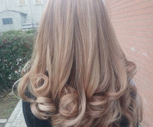 blonde, capelli, and cuple image