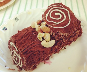 chocolate, cake roll, and 🍰 image