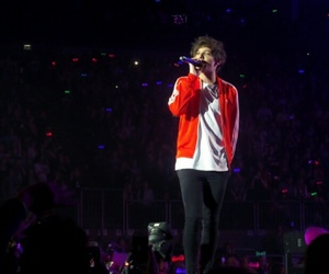 louis tomlinson, otra, and one direction image