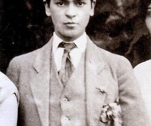 frida kahlo, black and white, and artist image