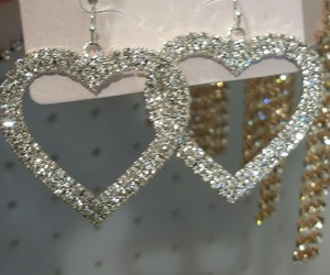 earrings, aesthetic, and hearts image