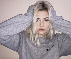blonde hair, tumblr style, and girl image