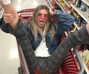 alissa violet and girl image