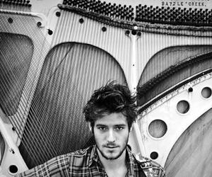gorgeous, guy, and roo panes image