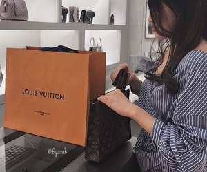 fashion style, perfect woman, and shopping shop image