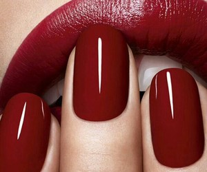 red and nails image
