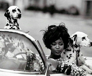 Naomi Campbell, fashion, and black and white image
