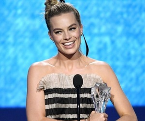 best actress, winner, and margot robbie image