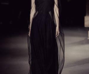 moda, passarela, and vestido image
