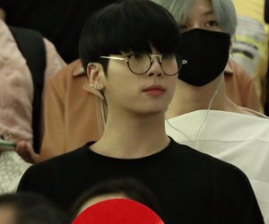 black, glasses, and Jonghyun image