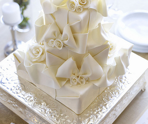 bows, wrapped, and cake image