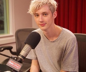 boy and troye sivan image