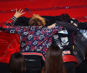 exo, hug, and exo-l image