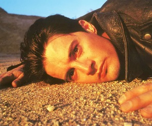 Kyle MacLachlan, low angle, and model image