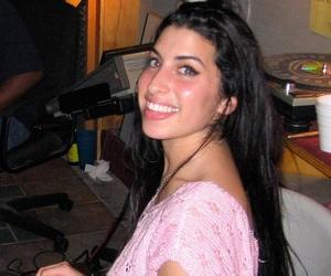 Amy Winehouse, beautiful, and smile image