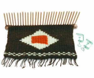 peg looming, peg loom weaving, and stäbchenweben image