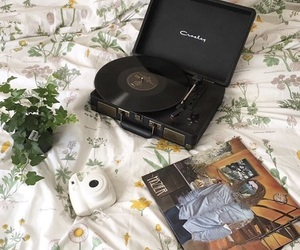 aesthetic, bed, and music image