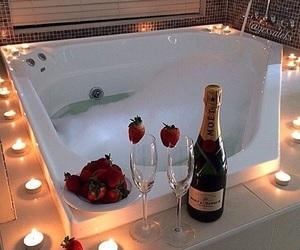 banheira, bath, and champagne image