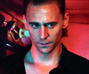 tom hiddleston and guy image