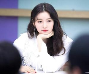 jane, momoland, and sung jiyeon image