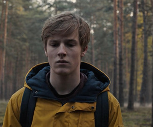 dark, netflix, and louis hofmann image