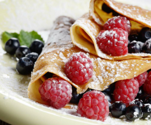 blueberry, sugar, and creps image