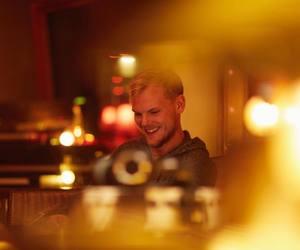 blonde, dj, and avicii image