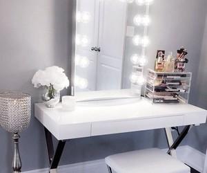 makeup desk image