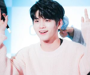 w1, wanna one, and seongwoo image