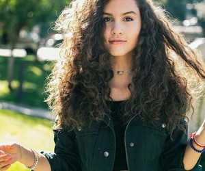 curly hair, pretty girl, and cabello chino image