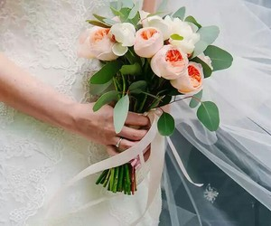 tulips and bridal bouquet image