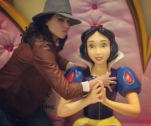 evil queen, once upon a time, and snow white image