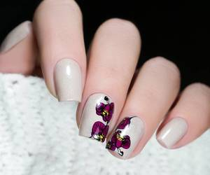 nail art, floral nails, and stamping nails image