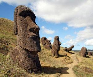 chile, easter island, and statue image